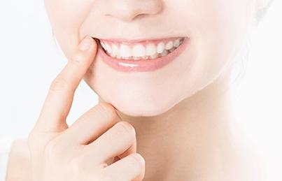 歯並びがきれいな女性の口元